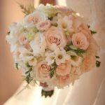 Νυφική Ανθοδέσμη σε πάλ αποχρώσεις με λυσίανθους, φρέζες, τριαντάφυλλα