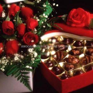 ανθοδεσμη κοκκινα τριανταφυλλα με σοκολατακια