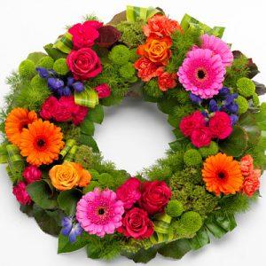 αποστολη στην θεσσαλονικη στεφανια με μαιατικα λουλουδια του αγρου