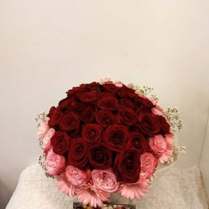 πολυτελή τριαντάφυλλα σε ανθοδέσμη για επέτειο