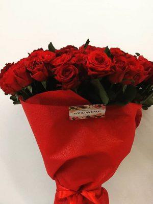 εντυπωσιακή ανθοδέσμη με 151 τριαντάφυλλα