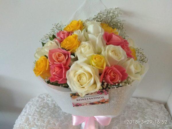 Ανθοδέσμη με πολύχρωμα Τριαντάφυλλα