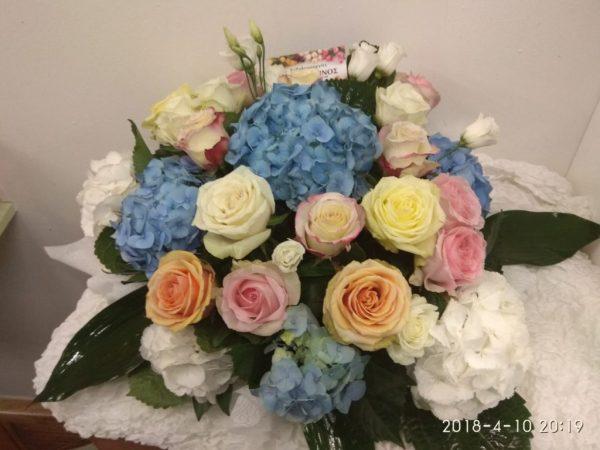σύνθεση λουλουδιών για αρραβώνα