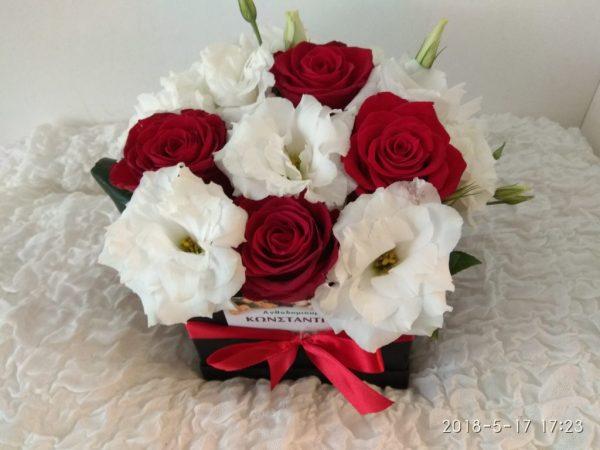 κουτι με λουλουδια λευκο κοκκινο