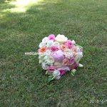 λουλουδια στο γρασιδι