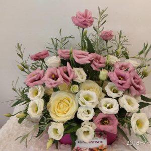 συνθέση με ποικιλία λουλουδιών