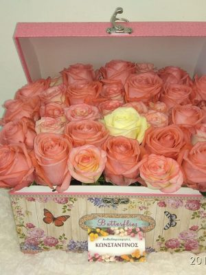 roses in a luxury box - Λουλούδια σε κουτί! Αυθημερόν Delivery στη Θεσσαλονίκη! Online ανθοπωλείο Ανθοδημιουργίες, στην Τούμπα Θεσσαλονίκης
