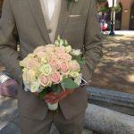 Νυφικό μπουκέτο με τριαντάφυλλα ροζ και λυσίανθους