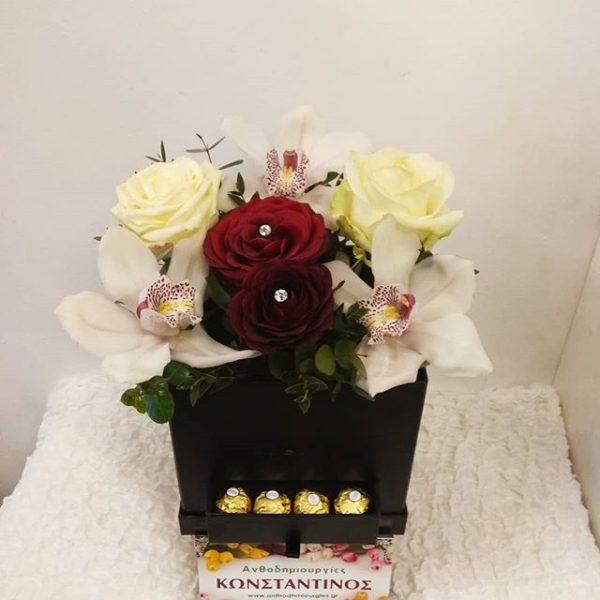 κουτί με λουλούδια και εκπλήξεις σοκολατένιες