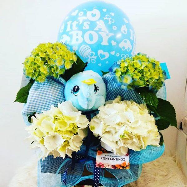 λουλούδια με λούτρινο ελαφαντάκι και ορτανσίες γαλάζιες ετοιμάσαμε για δώρο για νεογέννητο αγόρι