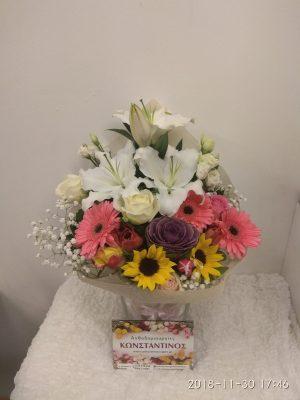 μπουκέτο με ποικιλία λουλουδιών