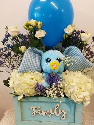 ελεφαντάκι με λουλούδια σε γαλάζιο κασπό για δώρο νεογέννητου