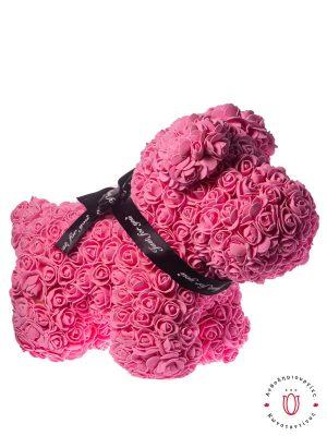 Σκυλάκι με τριαντάφυλλα σε ροζ χρώμα