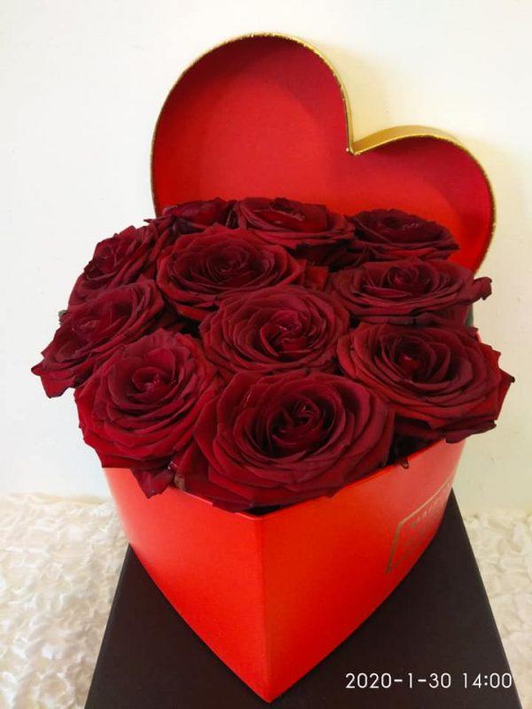 ROSES IN A BOX Τριαντάφυλλα σε κουτί Θεσσαλονίκη | Online ανθοπωλείο ανθοδημιουργίες Τούμπα Θεσσαλονίκη