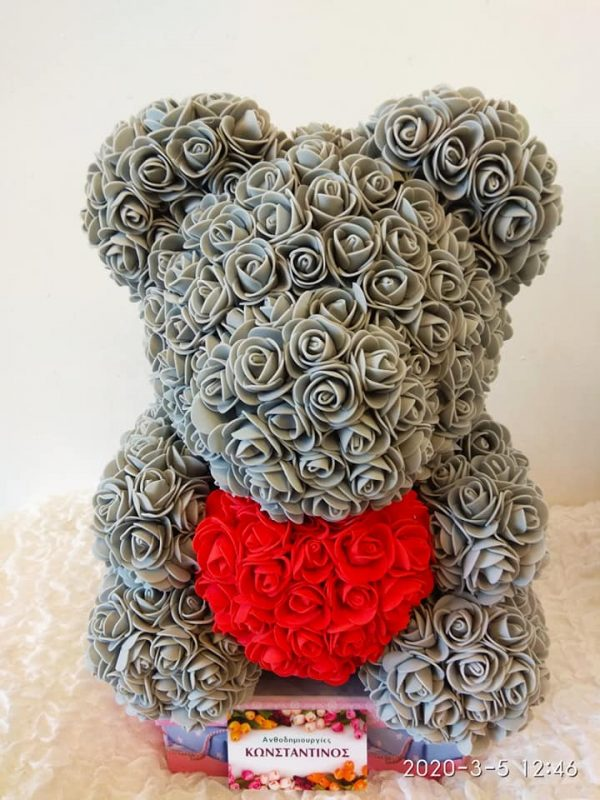 A beautiful decorative bear made with special care and love of 3D roses very soft in white texture with red heart. It is a gift of roses of superior quality that will last forever! Dimensions: Height: 40cm Width: 28 cm
